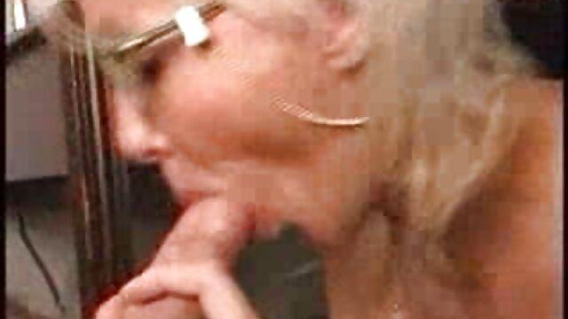 XXX regisztráció nélkül  A jó seggű nők lány ül az arcán