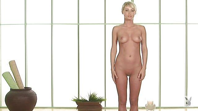XXX regisztráció nélkül  Anya Lovaglás a melleit nagy segek a fürdőszobában