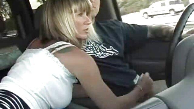 XXX regisztráció nélkül  A nő alszik, és a férfi 18 éves korát egy puncira tépi, öreg segg és az arcán feketét ad neki.