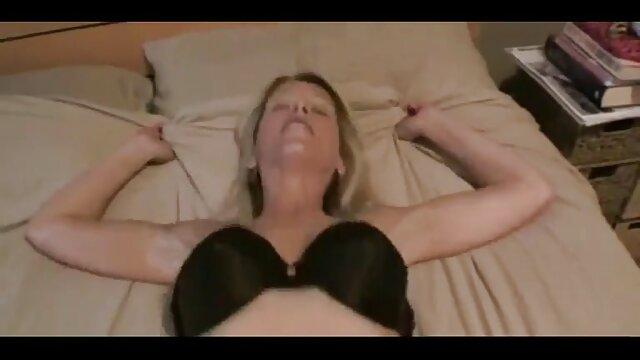 XXX regisztráció nélkül  A mell, kalap, nagy seggű pornó egy szőke