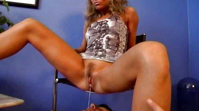 XXX regisztráció nélkül  Lány, sex nagy segg ugorj fel, főnök, gyönyörű, ül egy széken