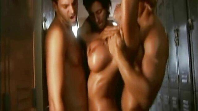 XXX regisztráció nélkül  Helyezze be a péniszet nagy segg pornó a földbe,