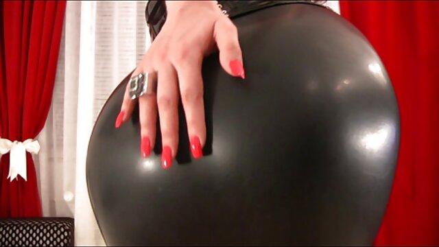 XXX regisztráció nélkül  Férfi ököllel nő ugratni egy ujjal nagy segg hd