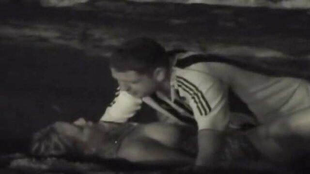 XXX regisztráció nélkül  A tini nagy segg nagy mell lány méter után maszturbáció