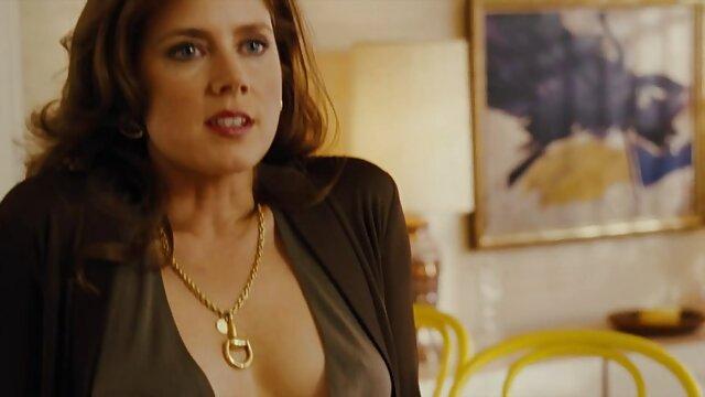XXX regisztráció nélkül  Vélemények Janelle B fekete segg pózol a széken, függöny, kiteszik a vagina