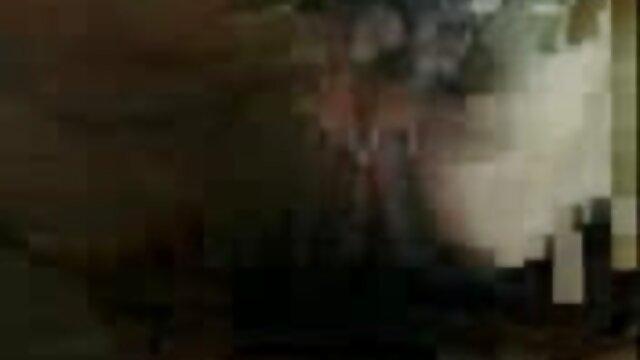 XXX regisztráció nélkül  Fiatal lány ruha nélkül. nagy segg video