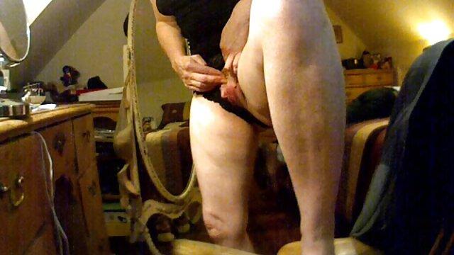 XXX regisztráció nélkül  Baszd meg egy gyönyörű barna nagysegg pornó a seggét.