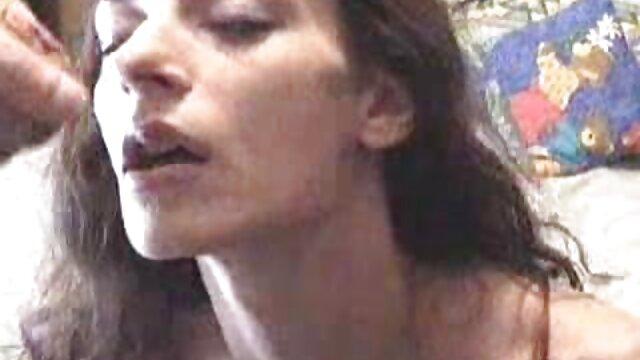 XXX regisztráció nélkül  A lány vagináját az arcára jó seggű nők tette.