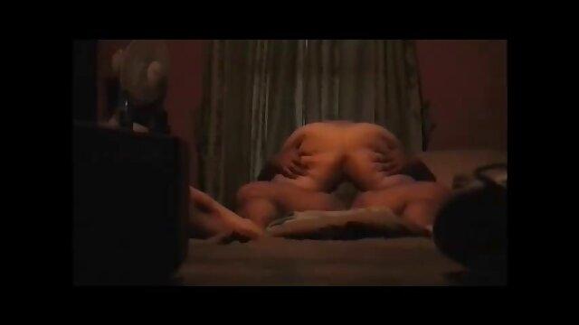 XXX regisztráció nélkül  A szobalány segbe fasz egy nagy ház szeretőjére nézett