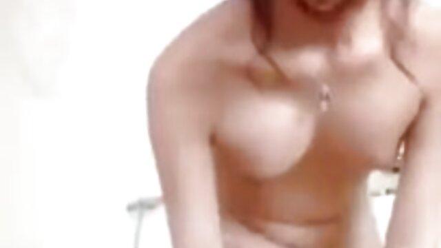 XXX regisztráció nélkül  Ő segg maszti teszi a férfiak creampie szex