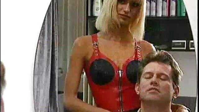 XXX regisztráció nélkül  Egy férfi filmek szex a partner ül az ágy segg maszti szélén