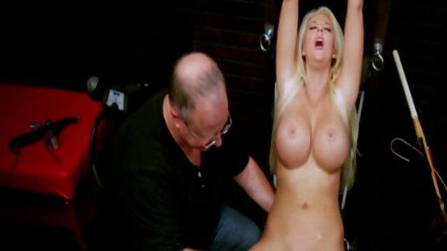 Szex nincs regisztráció  Szerető behajt egy lány, keskeny szeme oldalán a webkamera nagy csöcs nagy segg előtt a bárban