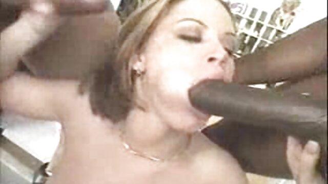 XXX regisztráció nélkül  Két pár szexel nagy fenék sex a lakásban