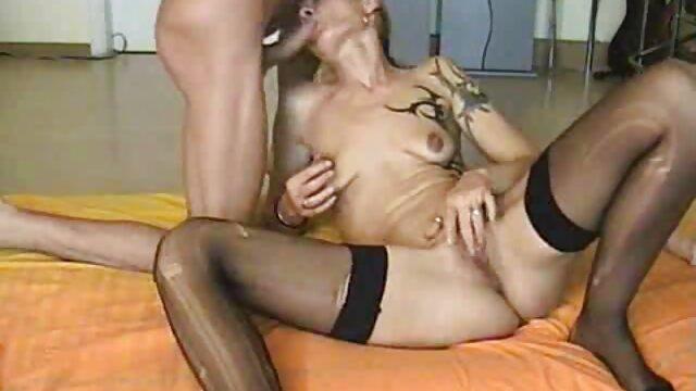 XXX regisztráció nélkül  Ívelt masszázs, csavarni nagy seggű szex a széken
