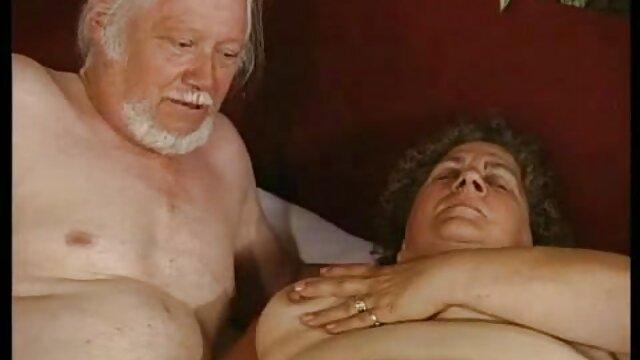 XXX regisztráció nélkül  Szőke a test simogatta kezét nagy seggű szex masszázs szalon