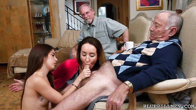 XXX regisztráció nélkül  Barátja, hogy vonzó, vörös hajú segg pornó szeretője Jenny tömb a punci, majd érintse meg az arcát, nyelvét