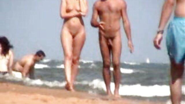 XXX regisztráció nélkül  Váll szélessége anya volt vörös haj séta segbe fasz a parton egy nő