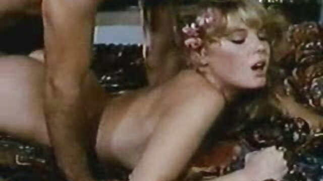 XXX regisztráció nélkül  Egy fekete ember a kakas nagy fenék porno a vaginájába után