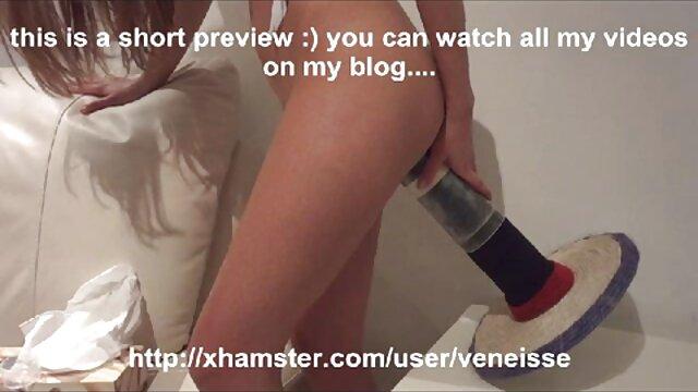 XXX regisztráció nélkül  Masszőr seg porno nyalogatja ügyfelek seggét a nappaliban