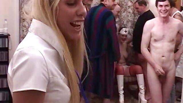 XXX regisztráció nélkül  Egy ember tolja Christy Mack a szájába nagy seggű