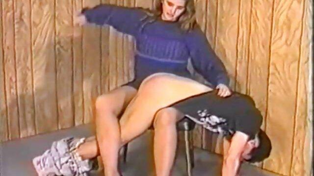 XXX regisztráció nélkül  Anya segg pornó meztelenül a webkamera előtt.