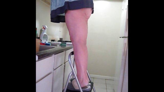 XXX regisztráció nélkül  Háziasszony azt nagy segg hd mutatja, szőrös emeleten konyha